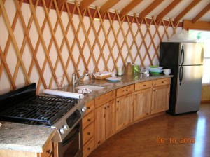 yurt-interior-kitchen3