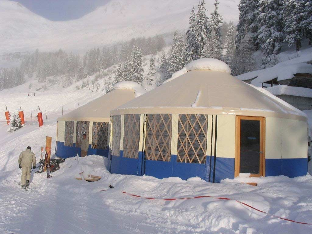 Yurts_in_Swiss_Alps